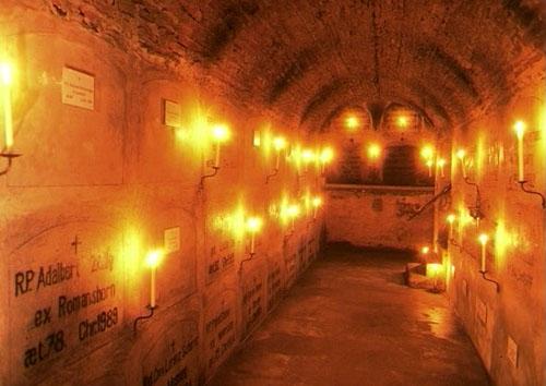Jahresgedächtnis für alle verstorbenen Äbte, Mönche, Oblaten, Pilger und Wohltäter des Klosters