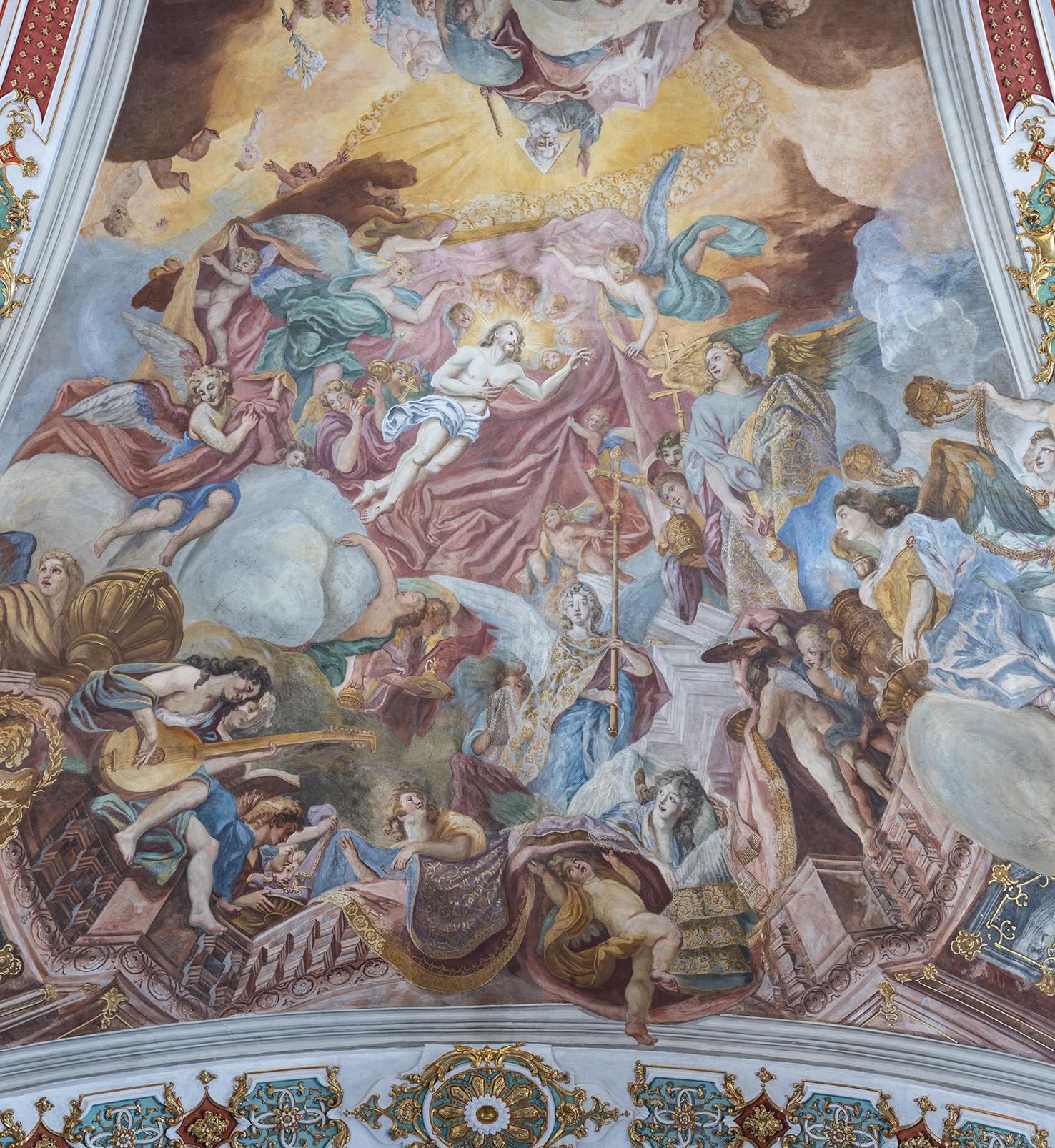 Die Engelweihe ist im Deckengewölbe über der Gnadenkapelle dargestellt: Jesus Christus weiht persönlich die Kapelle zu Ehren seiner Mutter Maria.