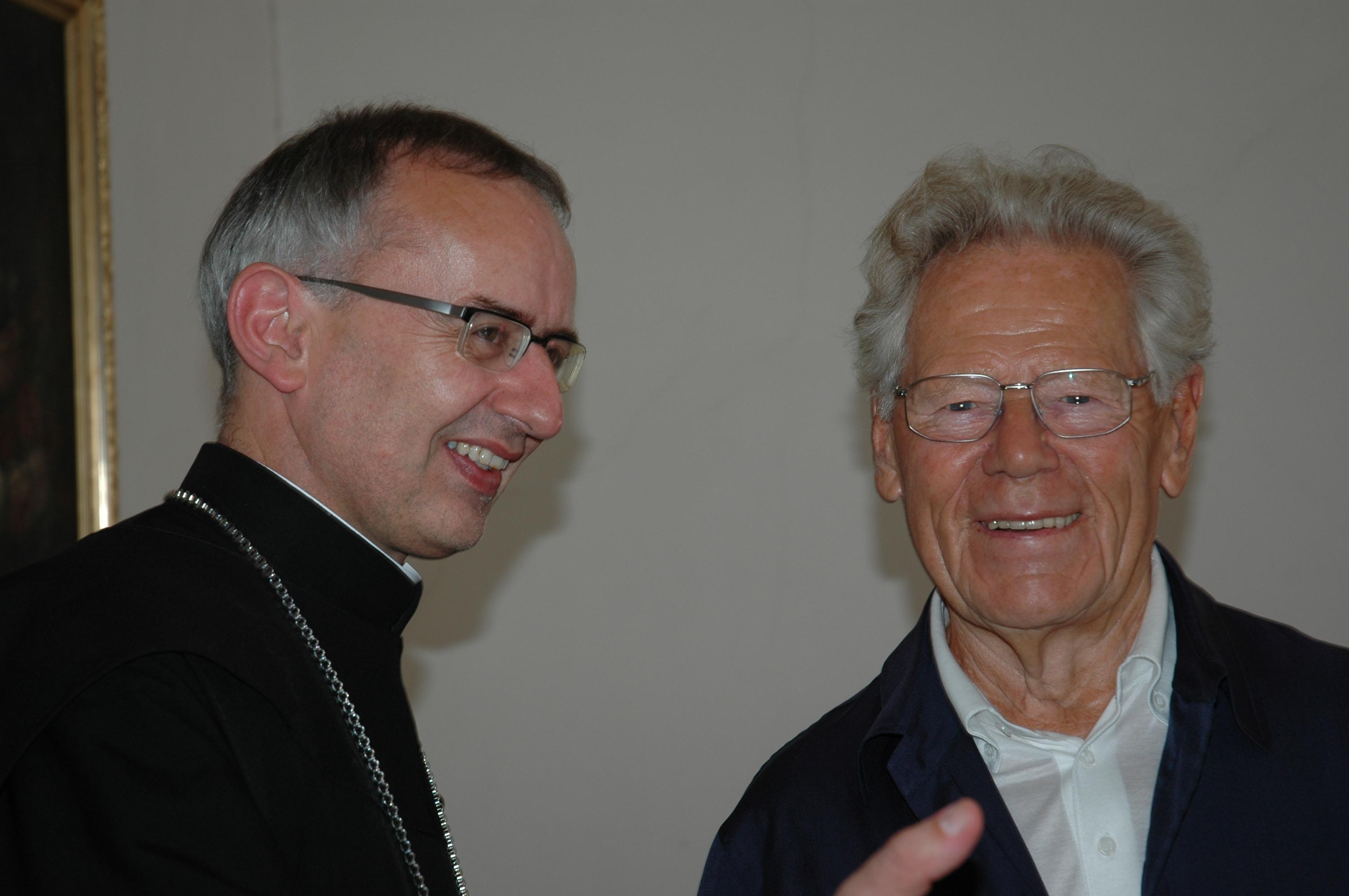 Hans Küng mit Abt Martin im angeregten Gespräch 2011. Foto: Bruder Gerold Zenoni