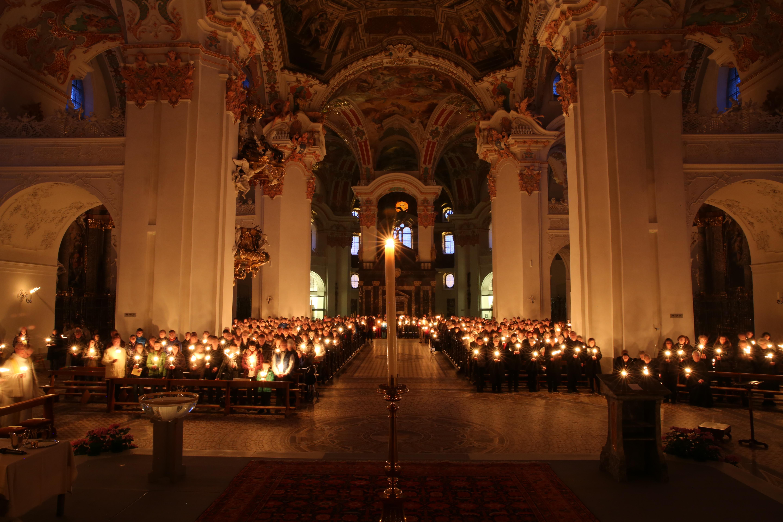 Für eine solche Osternacht in unserer Klosterkirche müssen wir noch bis 2022 gedulden...