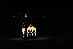 Familiensegen bei der Weihnachtslaterne im Abteihof