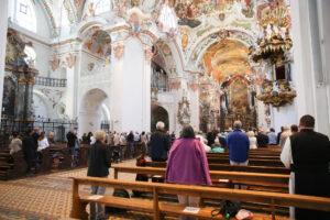 Gottesdienste im Kloster Einsiedeln: ein Schritt hin zur Normalität