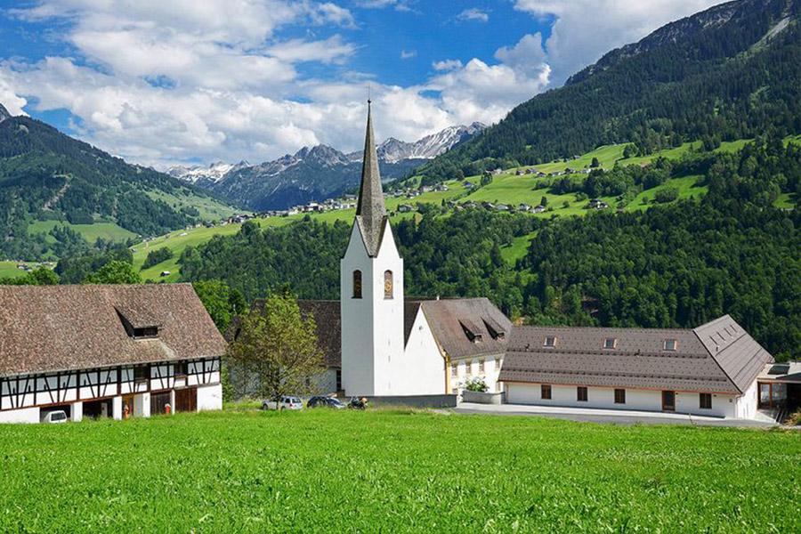 Die Propstei St. Gerold im Grossen Walsertal in Vorarlberg war jahrzehntelang Wirkungsstätte von P. Nathanael. Am 19. April wird dort das Fest des hl. Gerold gefeiert. Weitere Informationen zu unserer Filiale in Österreich: www.propstei-stgerold.at